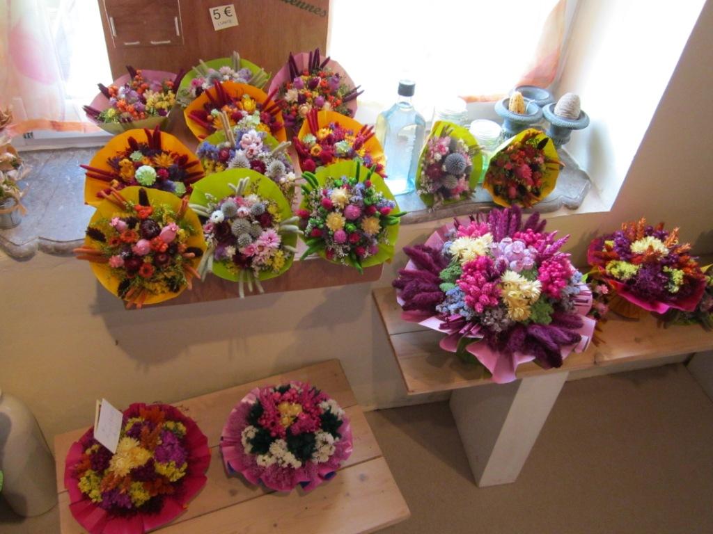 artiste en herbes l 39 atelier de fleurs s ch es. Black Bedroom Furniture Sets. Home Design Ideas