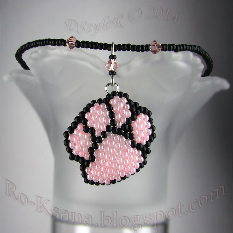Beaded handmade pendant for blonds Хендмейд подарок для блондинки из бисера Розовый и черный
