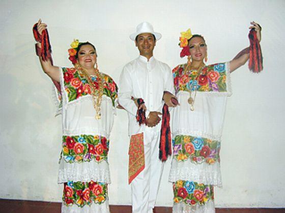 Traje Tipico De Yucatan