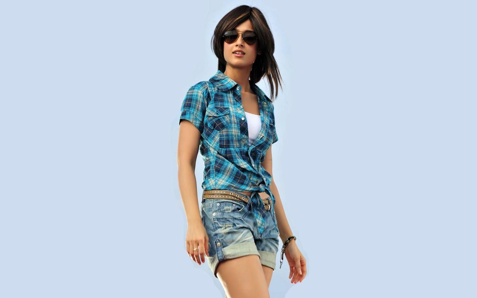 Ileana D'Cruz Short Jeans Wallpaper