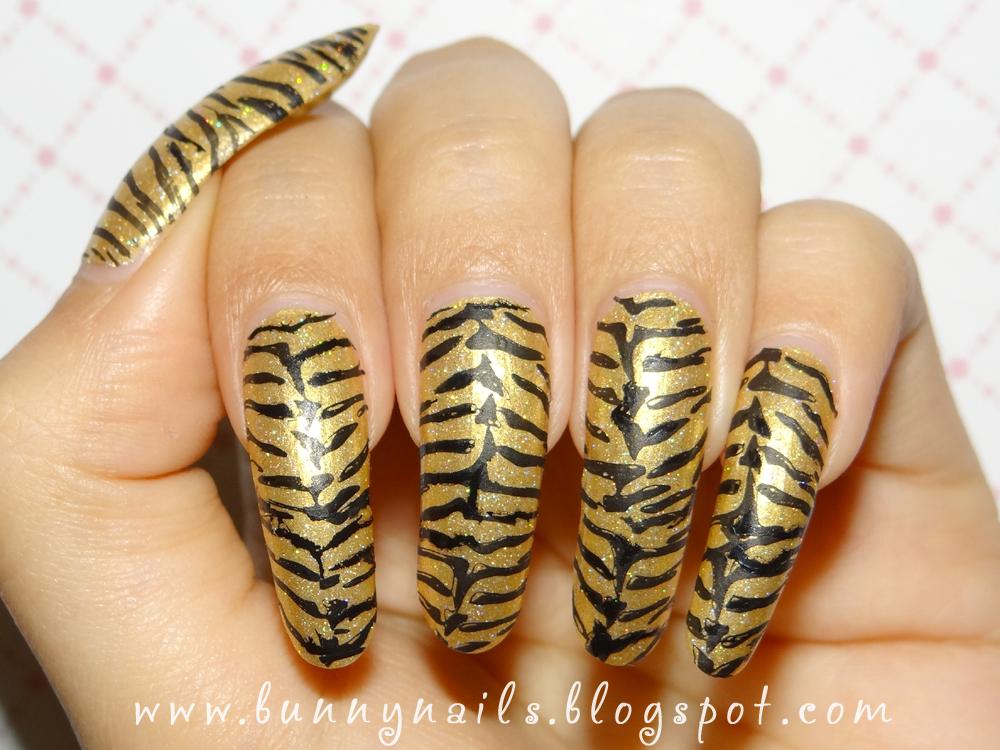 Modern Nail Color Tiger Print Nail Art