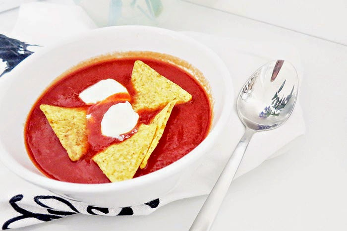 Tomaten-Ingwer Suppe mit Tortilla Chips
