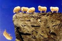 171- O inkârcıların durumu, tıpkı çobanın çağrısını işittiği halde, bu sözleri anlamsız bir ses ve gürültü olarak algılayan sürünün durumuna benzer: Sağırdırlar, dilsizdirler, kördürler. Çünkü akıllarını kullanmıyorlar.