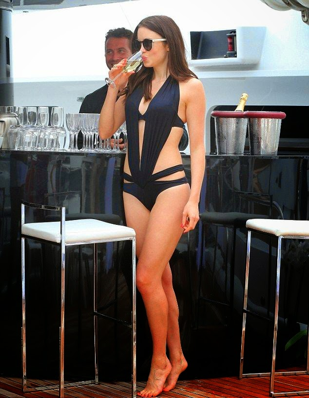 The gorgeous proved that she has curves in all the right places during soaked up the sun by herself among the Infiniti Podium Lounge yacht in South of France on Friday,‭ ‬May‭ ‬23,‭ ‬2014.