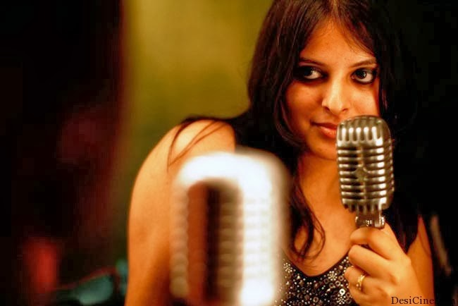 20+Hot+Female+Singers+Of+Bollywood016