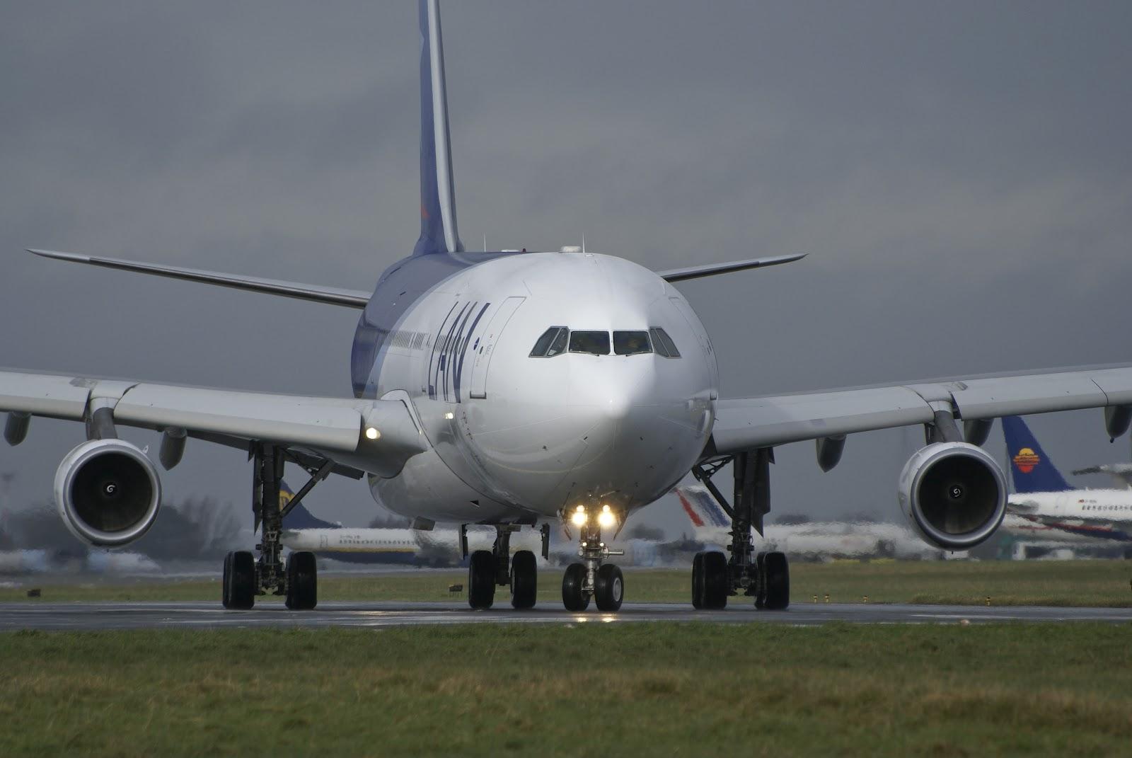 http://4.bp.blogspot.com/-g3qxslgTFQ4/T84qkKRjbHI/AAAAAAAAI7I/gvuoPhYivLU/s1600/airbus_a340-300_lan_airlines.jpg
