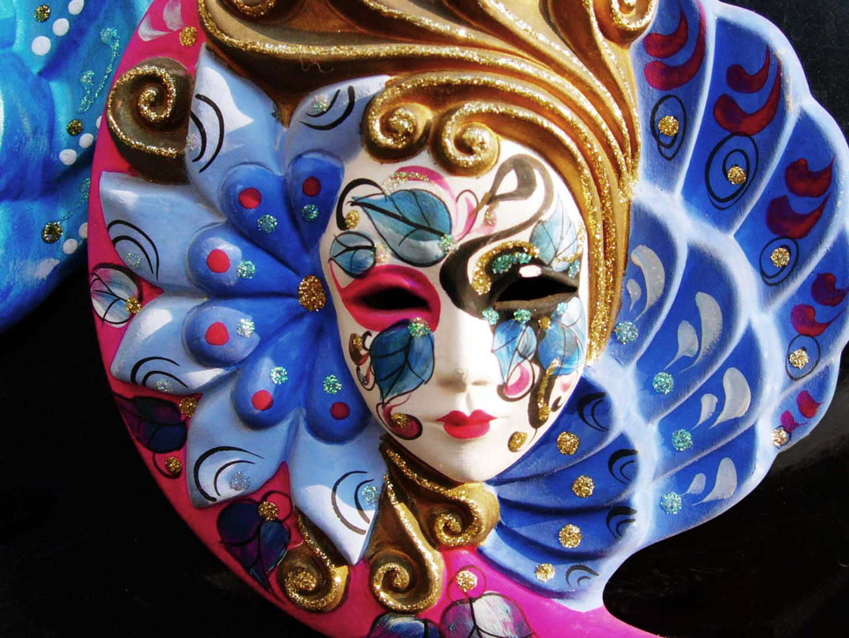 Las estampas con la máscara para la persona