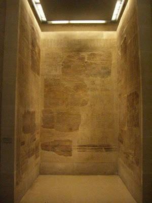 Foto Lista Real de Karnak esculpida en el Templo de Amón de esta ciudad egipcia.  Reposa en el Louvre.