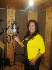 Cantora Cassia Gravando