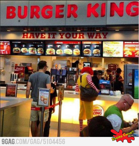 errado na foto, burger king, ronald mcdonald, eeeita coisa