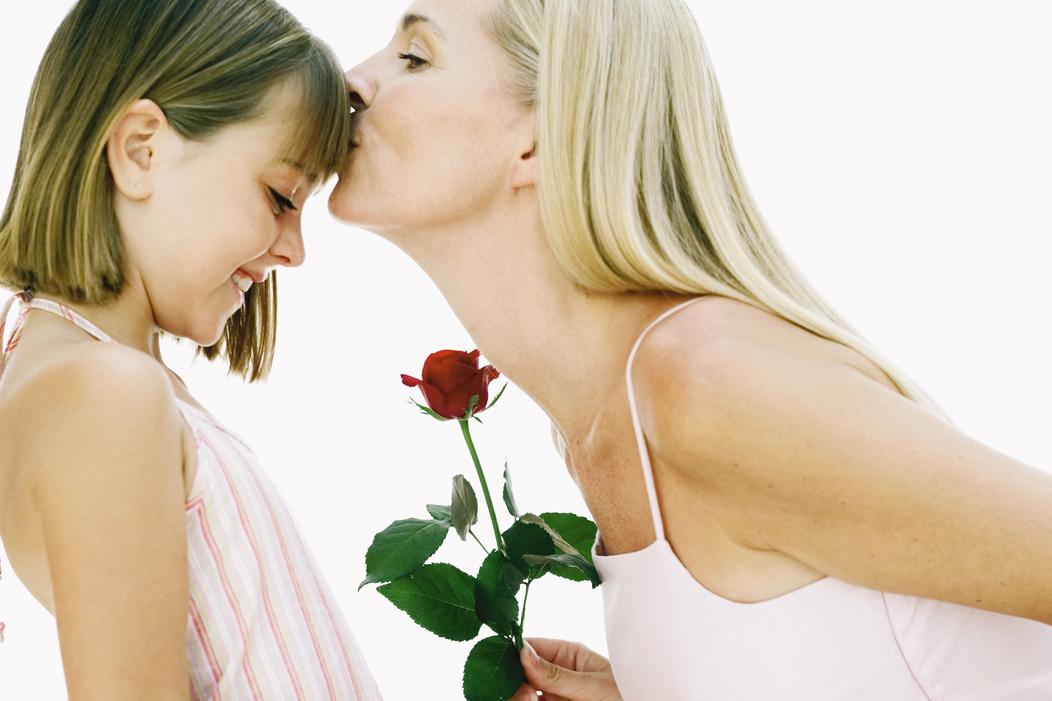 Anneler G�n� 2012 (Resimli) S�zler - Kar��l�ks�z tek sevgi anan�n �ocu�una duydu�u sevgidir...