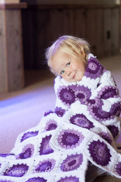 http://www.our-everyday-art.com/2015/10/purple-crochet-blanket-granny-flowers.html