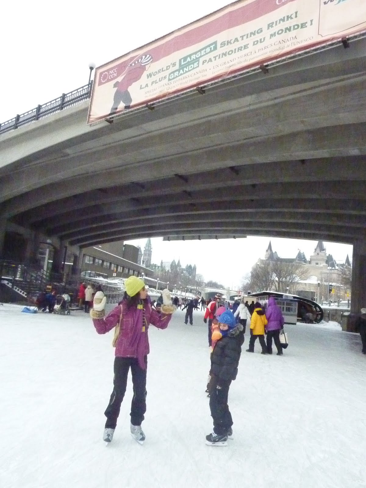 val rie l 39 oiseau libre patiner sur la plus grande patinoire du monde. Black Bedroom Furniture Sets. Home Design Ideas