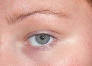 I've decided to do a really quick, simple slightly smokey daytime eye makeup .
