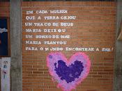 A escola enfeitou-se  para homenagear as mães no mês de maio