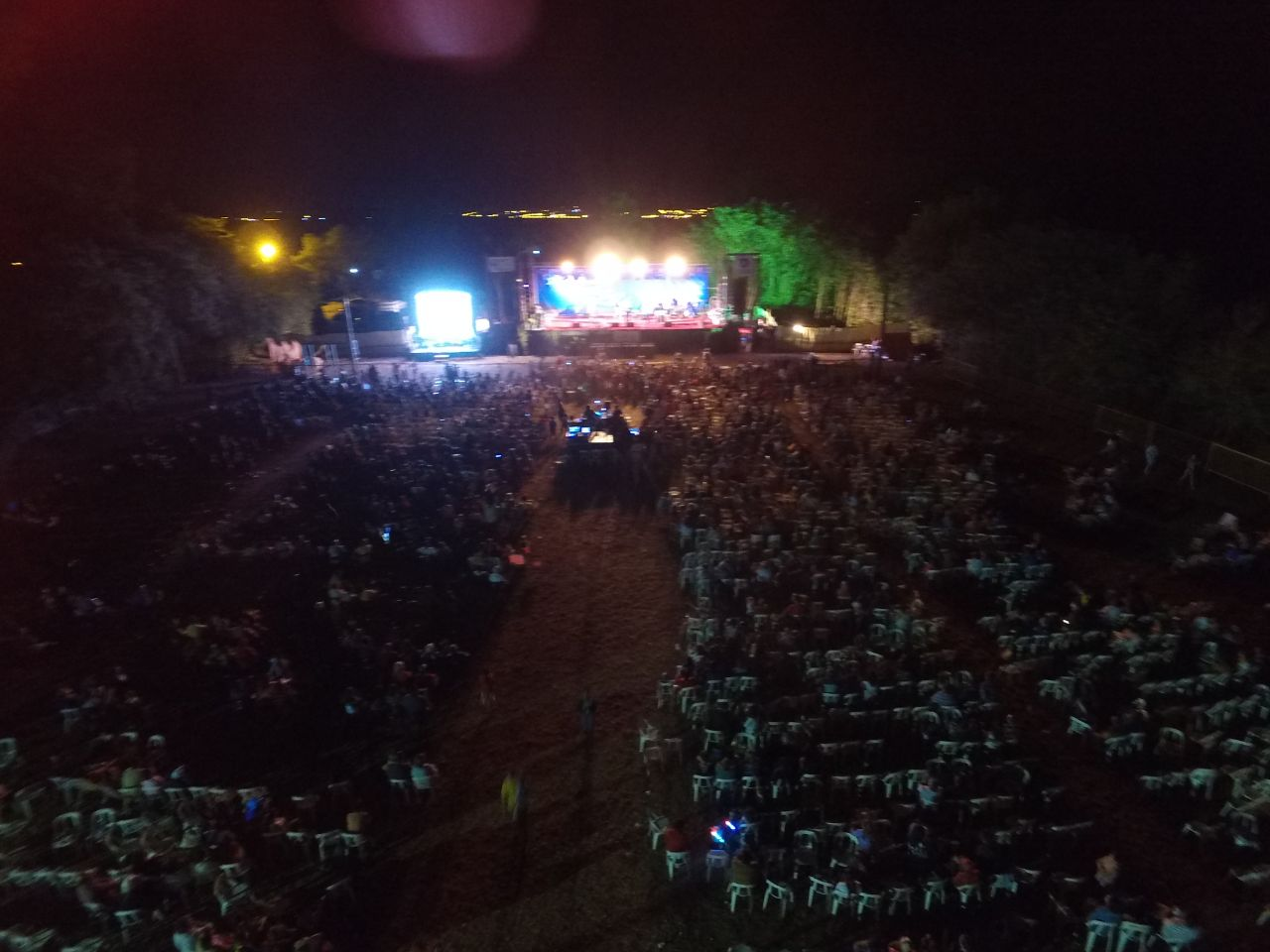Sobre el final de la ultima noche...colorido el escenario