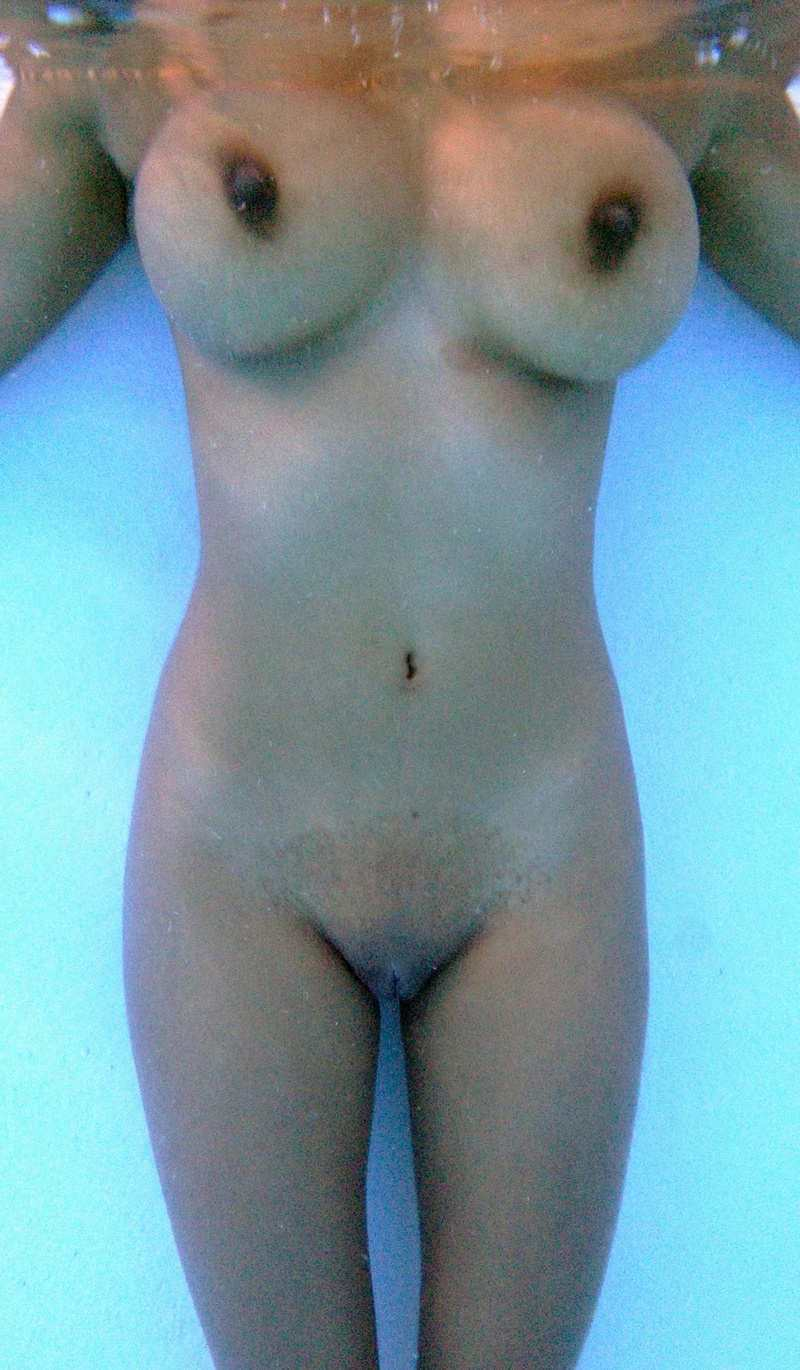 Indian sexy girl under water nude indianudesi.com