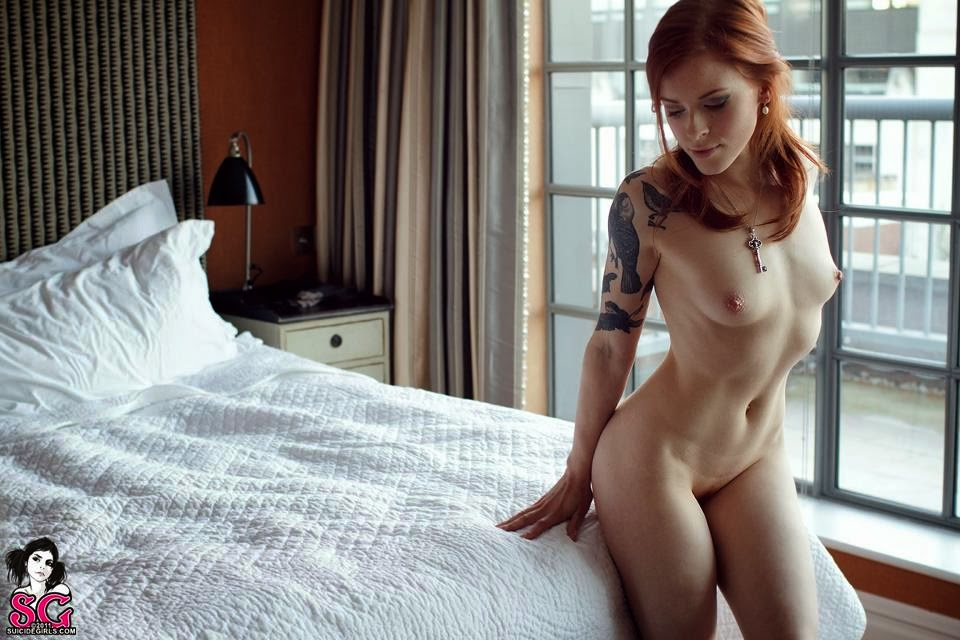 52 - LESBIANS & NUDE SEXY GIRLS
