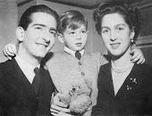 Краљ Петар II са породицом