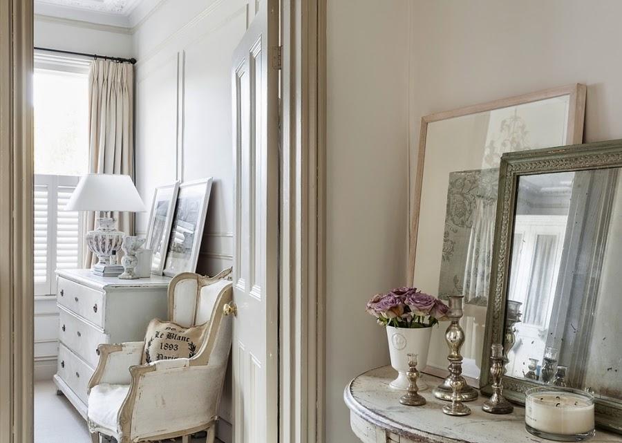 wnętrza, wystrój wnętrz, styl francuski, eleganckie, szary, beżowy, romantyczny, sypialnia, przedpokój