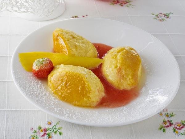 gnocchi mango flan con salsa di fragole