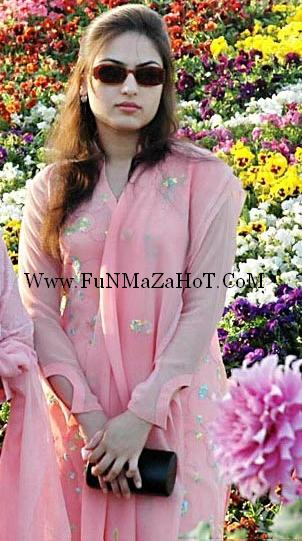 Karachi University Girls Pictures