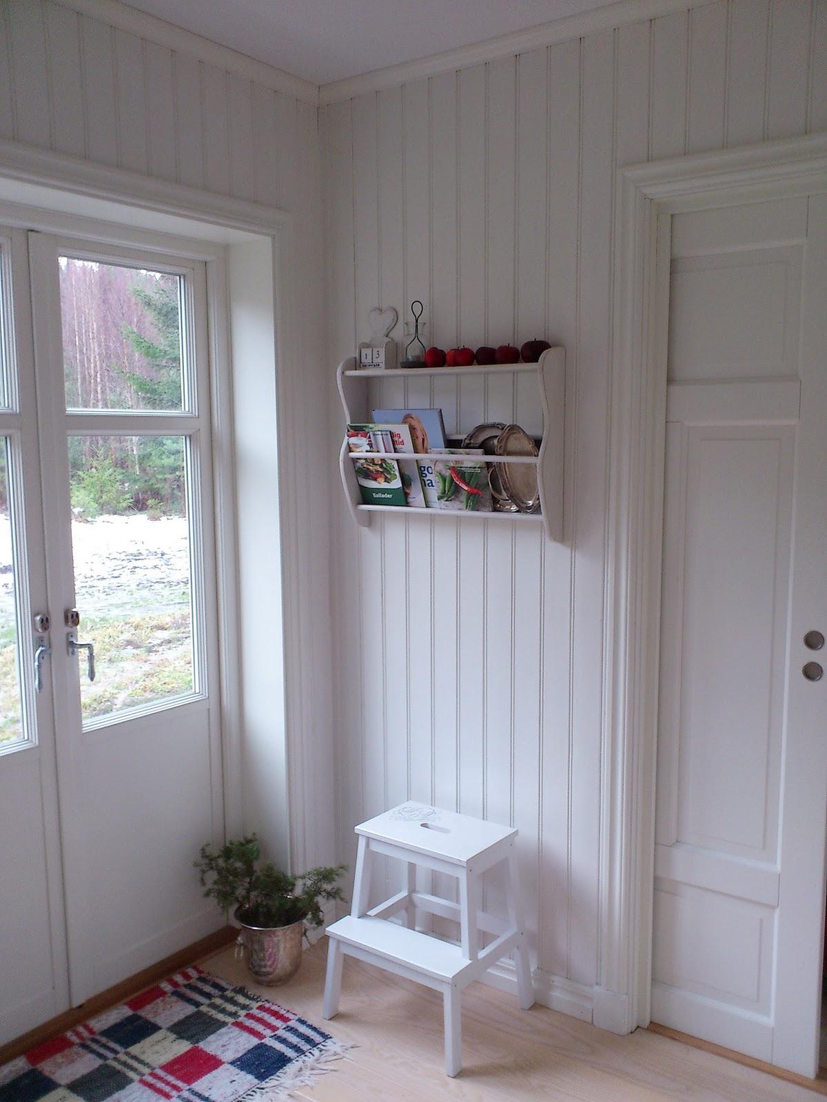 Tre nyanser av vitt: liten hylla...