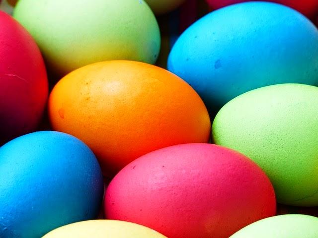 tinte naturali per decorare le uova.