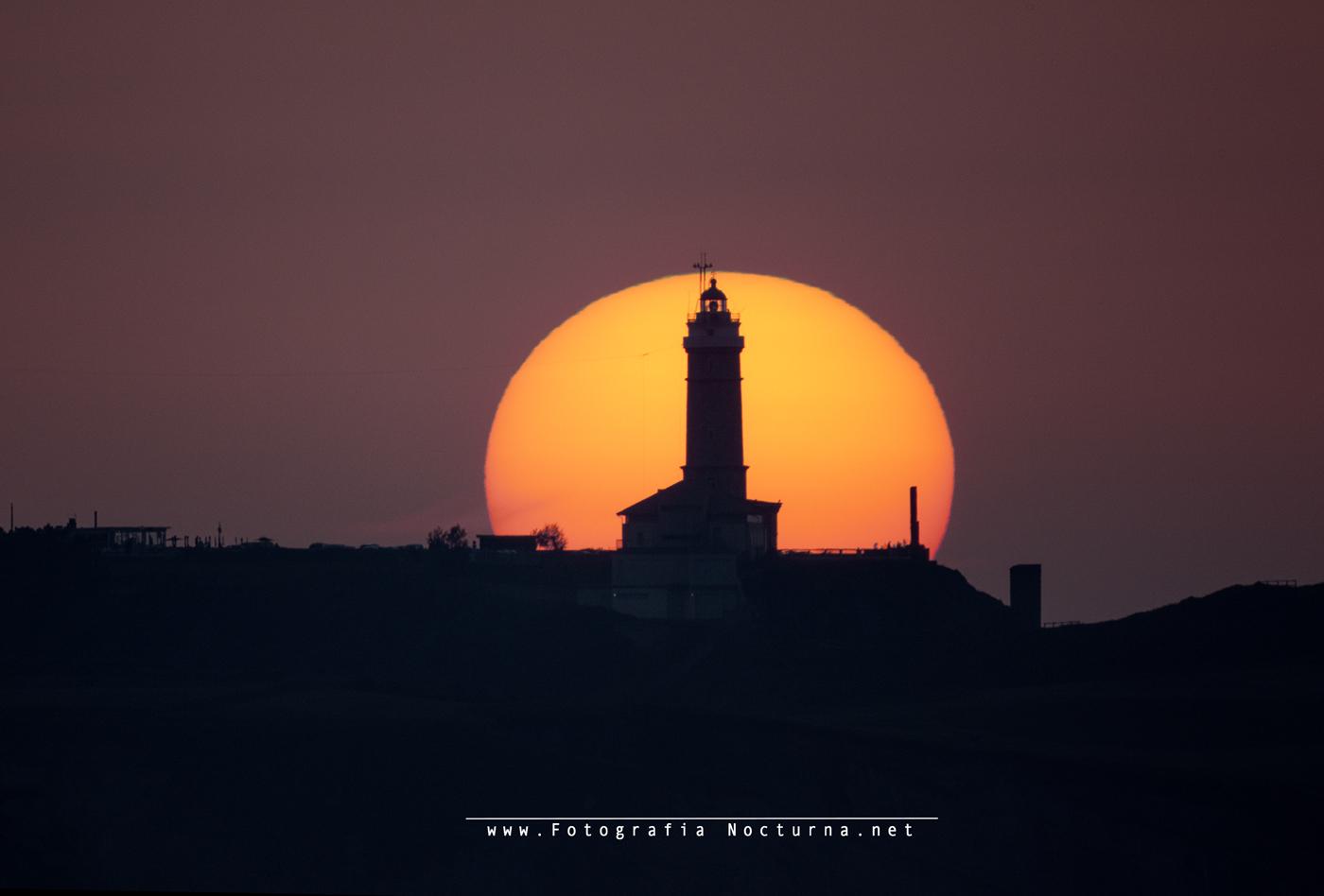 Sol por faro de Santander