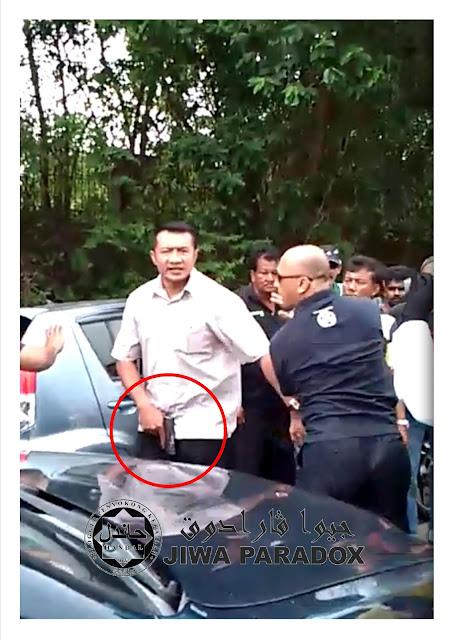 pengawal peribadi Anwar acu pistol