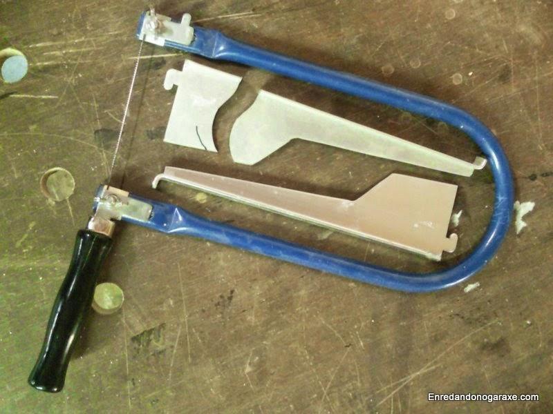 Piezas de aluminio y sierra de marquetería de mano. Enredandonogaraxe.com