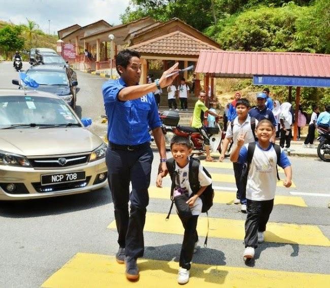 Gambar Apabila Khairy Jamaluddin Jemput Anak Dari Sekolah
