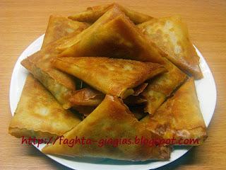 Τρίγωνα πιτάκια με καλοκαιρινά κηπευτικά