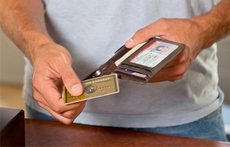 Casing iPhone berbentuk dompet