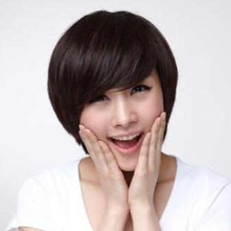 Model Rambut Keriting Pendek Wajah Bulat