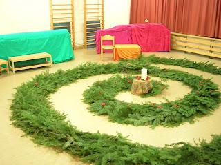 Adventsgärtlein Aufbau, Waldorfkindergarten, Zeremonie im Advent