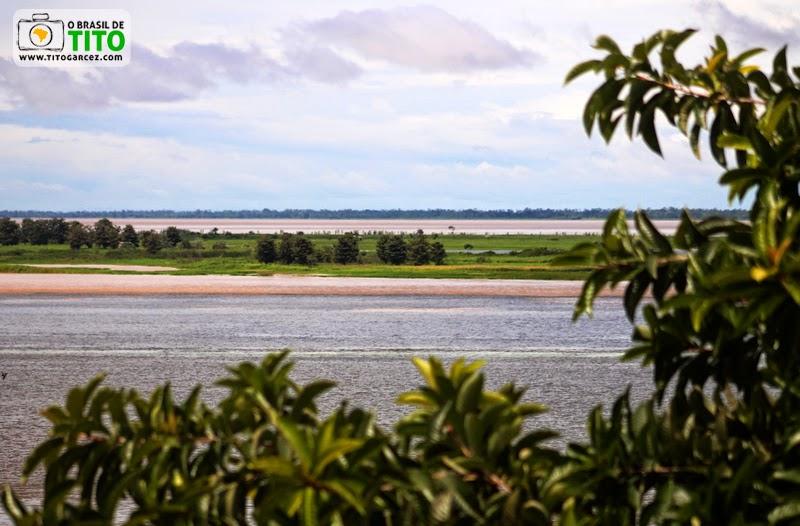 Vista do encontro dos rios Amazonas e Tapajós, desde o Mirante do Tapajós, em Santarém, no Pará, na Amazônia
