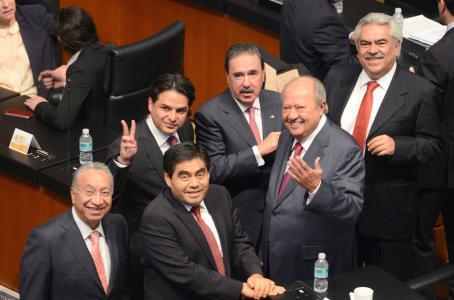 Aprueban diputados que mexicanos paguen deuda millonaria de Pemex y CFE