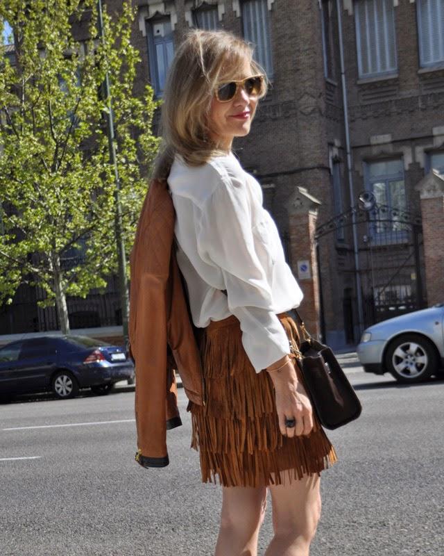 Como llevar falda flecos