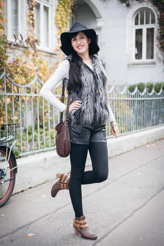 Bild Outfit Fellweste H&M, Fedora Hut, Pepe Jeans Shorts 1