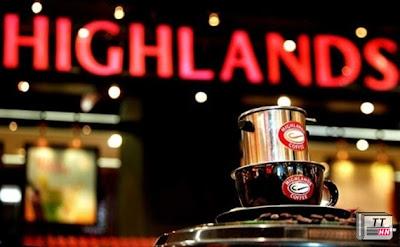 Cửa hàng Highlands Coffee rất thu hút được giới doanh nhân và giới trẻ sành điệu.