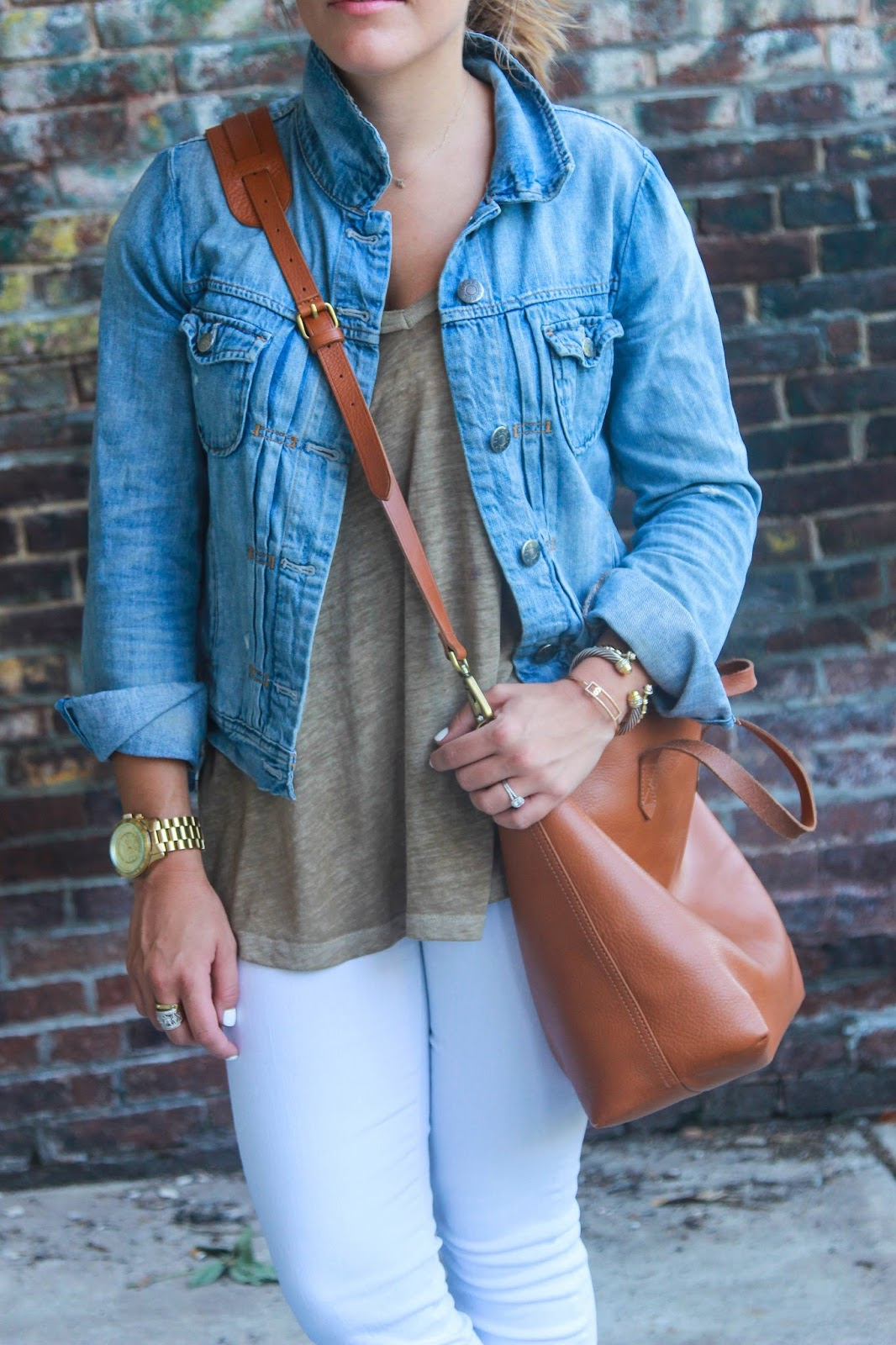 Shelby Skaggs of Glitter & Gingham, Travel Outfit, White Jeans