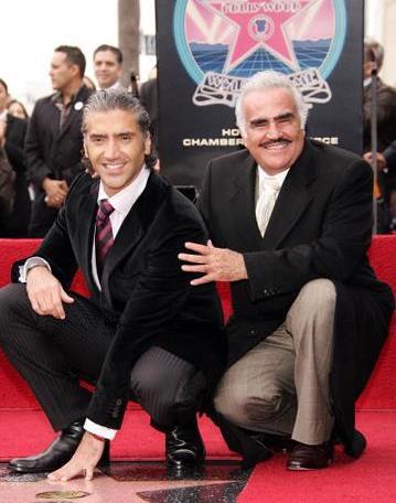 Vicente Fernández con su hijo Alejandro Fernández