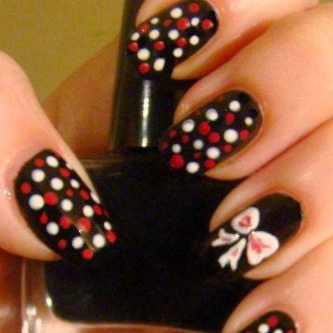 http://prettynailsbykasia.blogspot.com/2014/10/31dc2014-day-11-polka-dots-czyli.html