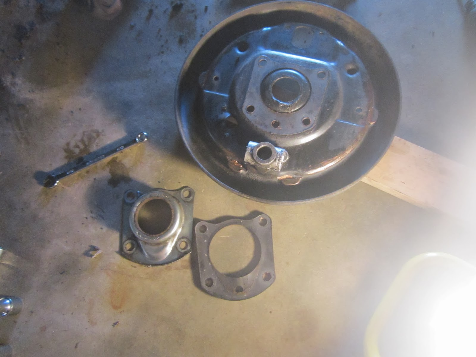 brake backing plate and retainer with felt seal Volvo 122S