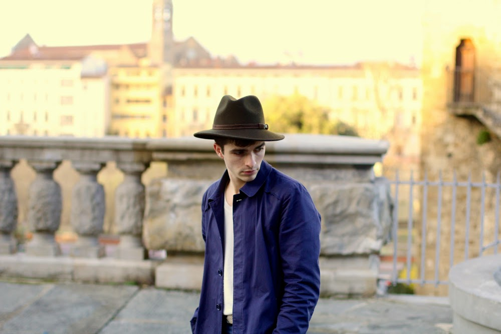 BLOG-MODE-HOMME_THE-KOOPLES-Coat_UNIQLO-Sweater_ASOS-CHINO_CELINE-Shoes_FEDORA-Hat_Oliver-Peoples-Sunglasses_PARIS-MENSFASHION