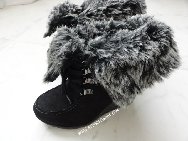 Black boots with grey fur