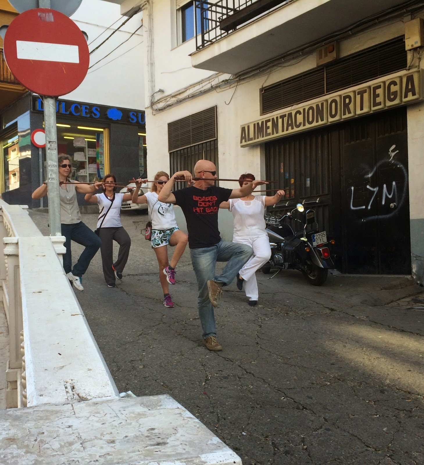 Tai Chi on the streets of Loja with the teapotmonk