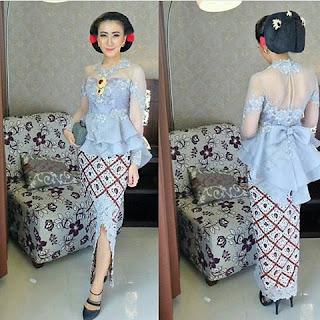 kebaya batik broklat biru muda dengan rok batik solo