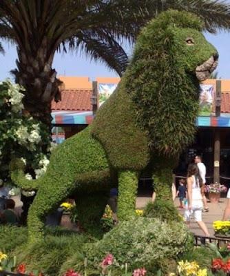 grass made lion